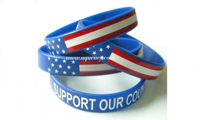 2014 promotional embossed and debossed custom silicone bracelet/wristband in low price