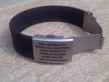 China Shenzhen manufacture unique QR wristband / silicone ID bracelet with metal plate,various color factory